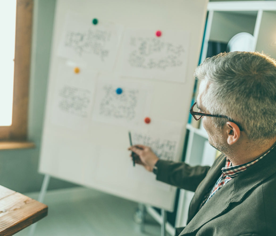 IT professional presenting reliable business transformation points on a flip chart