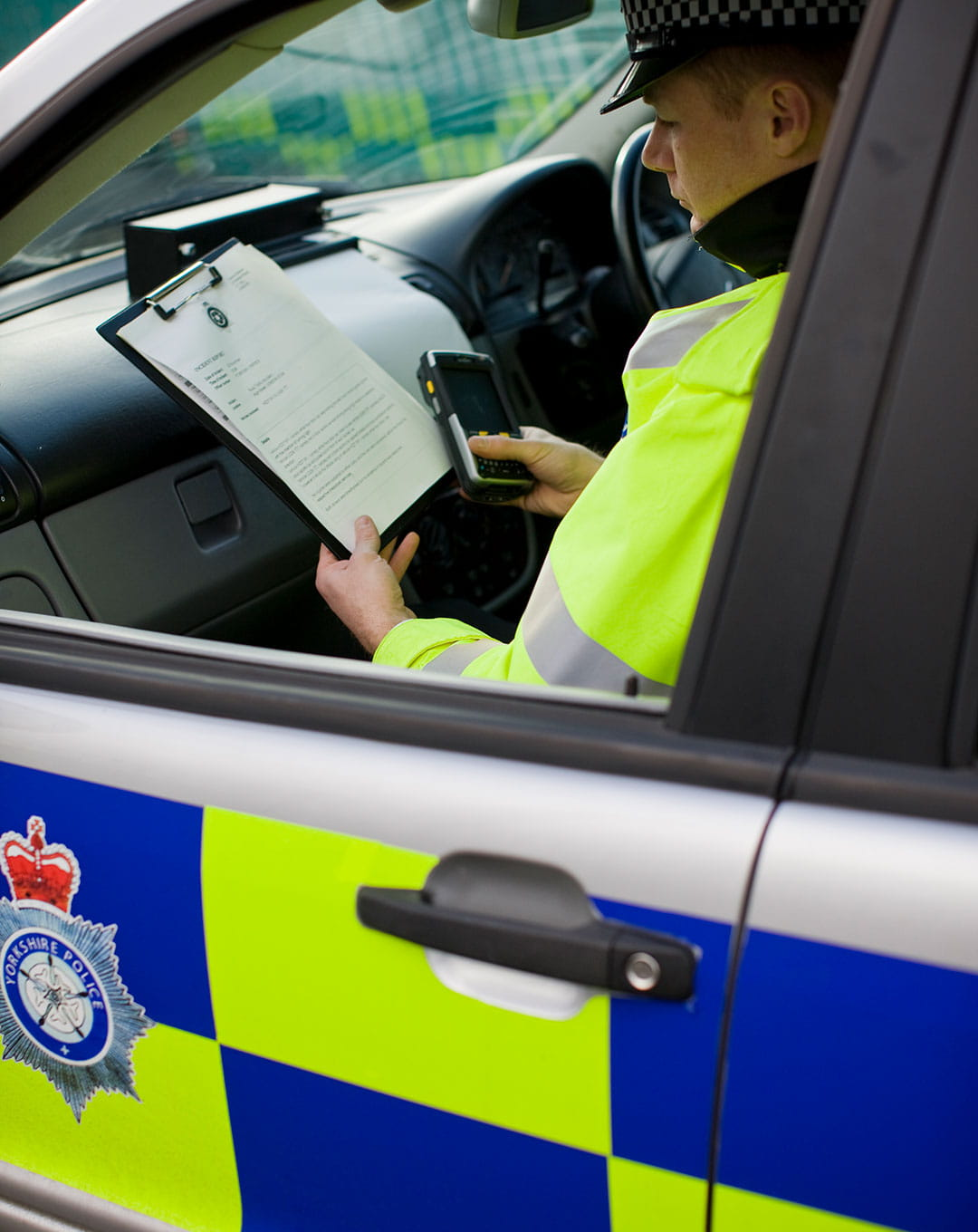 A public sector police officer uses secure web and video conferencing from OmniJoin whilst in a car