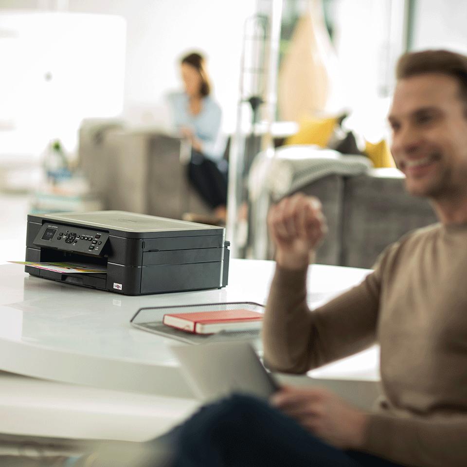 Wireless 3-in-1 Inkjet Printer DCP-J572DW 2